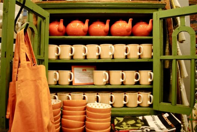 Fish's Eddy - cups, teapots