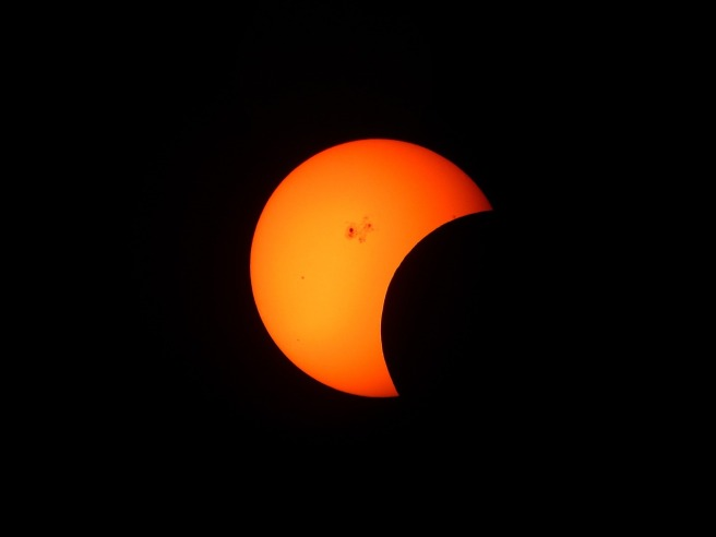 partial-solar-eclipse-1154215_1280