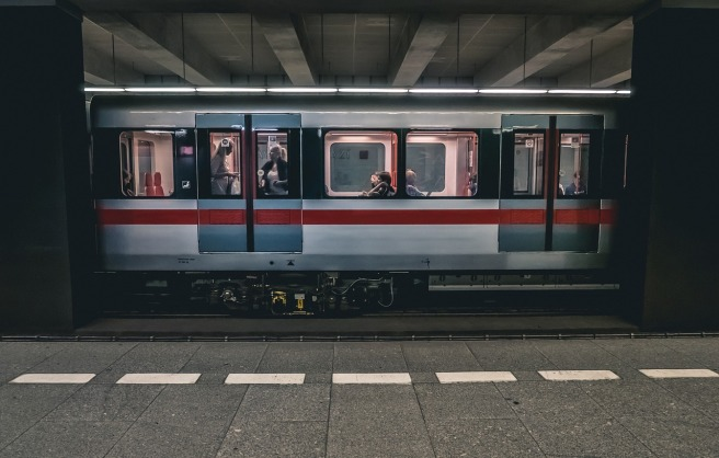 train-2663056_1280